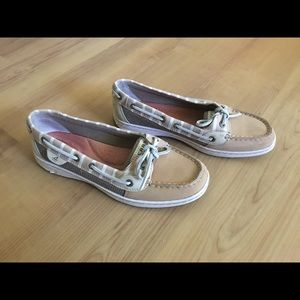 Size 8 Sperry boat shoes